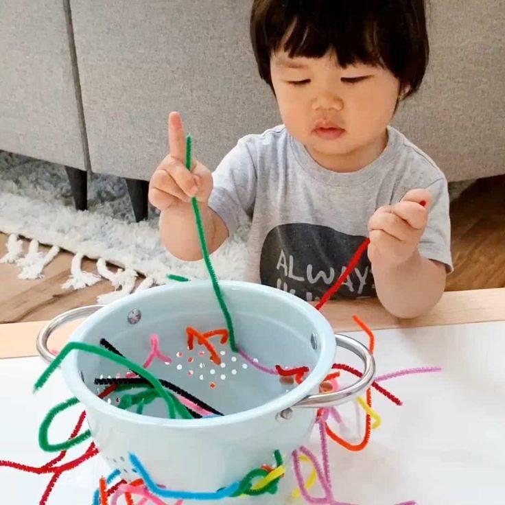 Чем можно занять ребенка в 10 месяцев с пользой для него и интересом для себя?