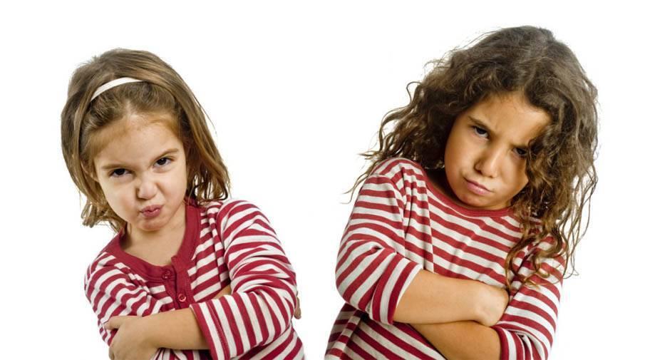 Малыш одевается с капризами и истериками. 5 советов родителям