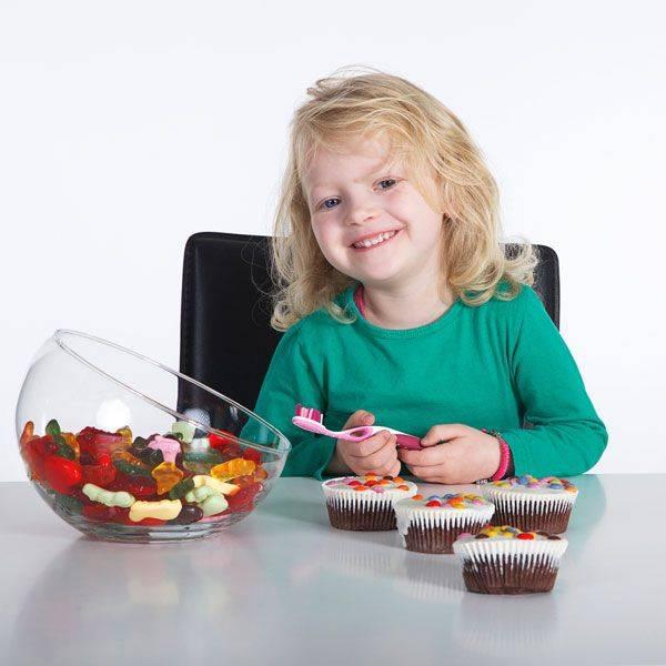 Какие сладости можно детям и с какого возраста, сколько конфет можно ребенку в день