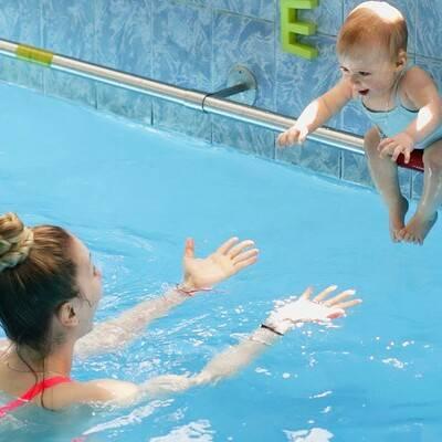 Два способа научить ребенка плавать в 6-10 лет и старше