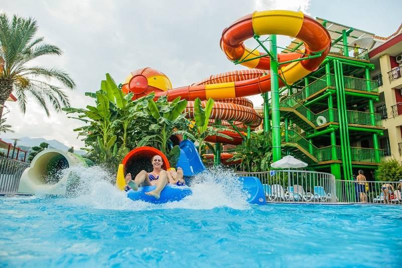 5 лучших отелей с аквапарками для отдыха с детьми