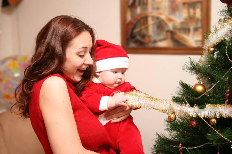 Смотрины новорожденного – приметы, правила для гостей и подарки