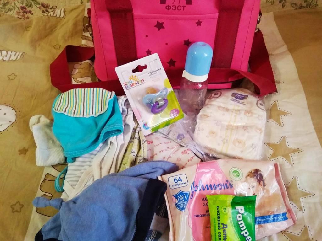 Какую одежду брать в роддом для новорожденного? количество вещей и особенности выбора. что не нужно брать в с собой?