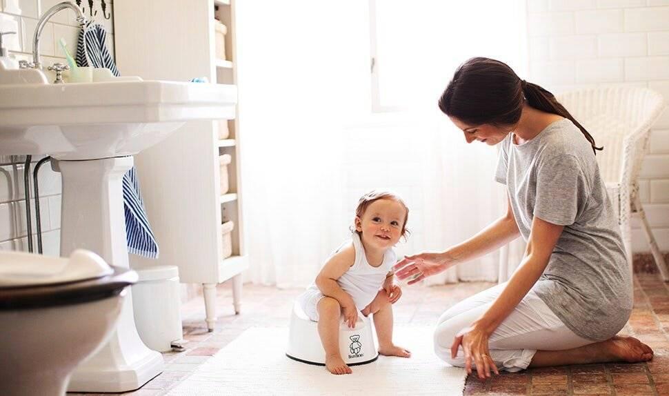 «вытирала лужи и плакала». как приучить ребенка к горшку: советы, которые действительно работают