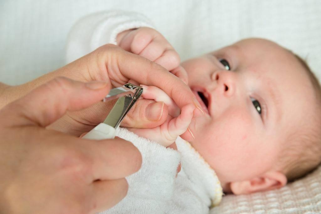 Когда можно стричь ногти новорожденному