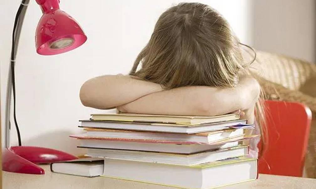 Как заставить ребенка делать уроки? как делать уроки с ребенком и научить их делать самостоятельно? советы писхолога