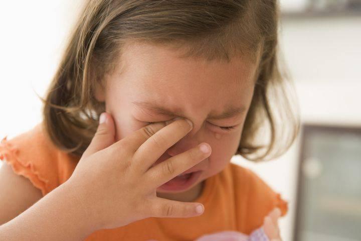 Болит ухо у ребенка. топ-6 причин почему. что делать
