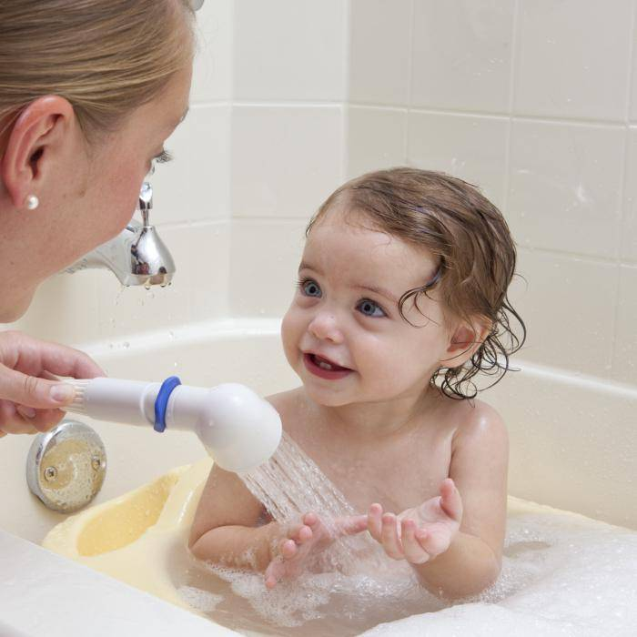 Как купать новорожденного ребенка: первые ванны грудничка