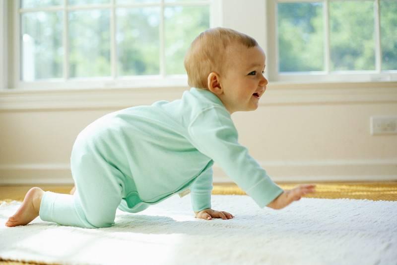 Развитие младенца: обойду весь мир …ползком – когда ребенок начинает ползать!   все для детей