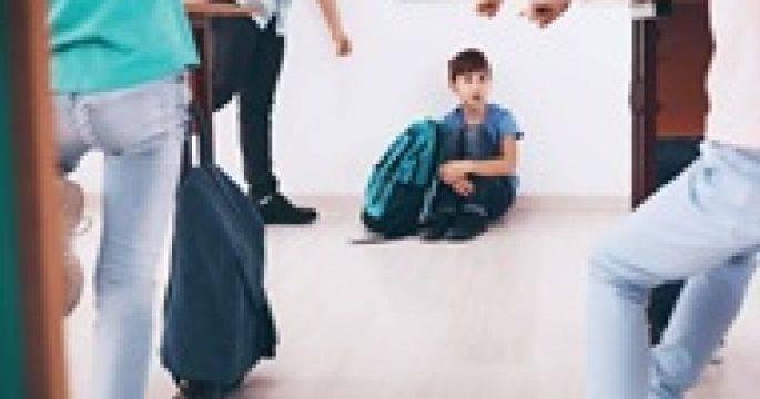 Школьный буллинг: почему одни дети травят других и как защитить своего ребёнка от насилия