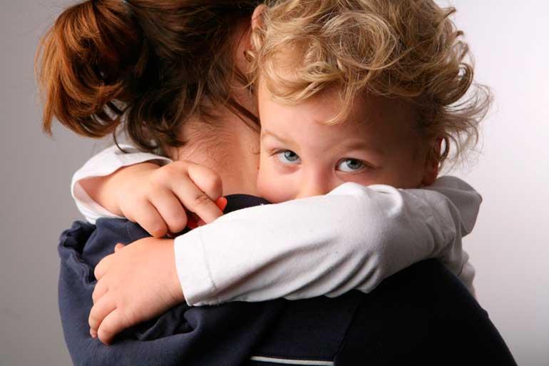 «мама, уходи!» что делать, если ребёнок вас отталкивает