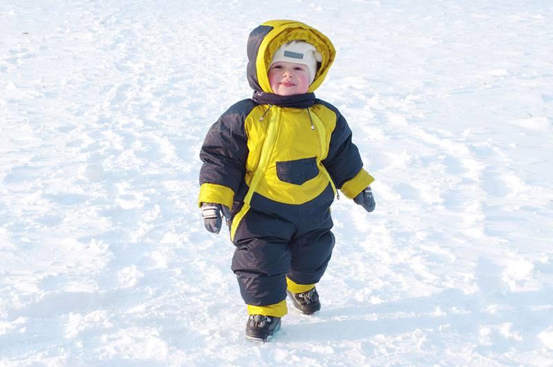 Как правильно одевать ребенка под мембранный комбинезон