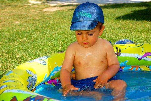 Как помочь малышу перенести жаркую погоду?