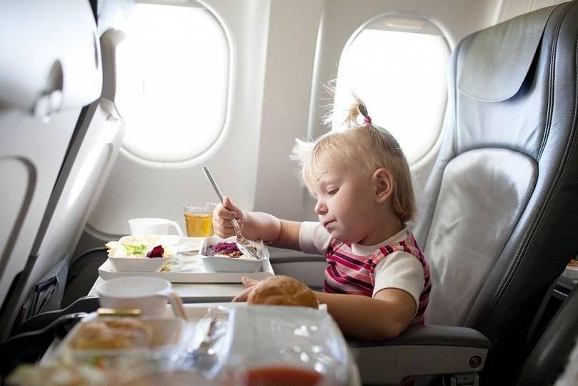Перелет с детьми в самолете. советы педиатра и невролога
