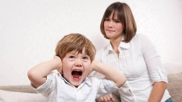 Как вести себя, если ребенок требует купить ему что-то?