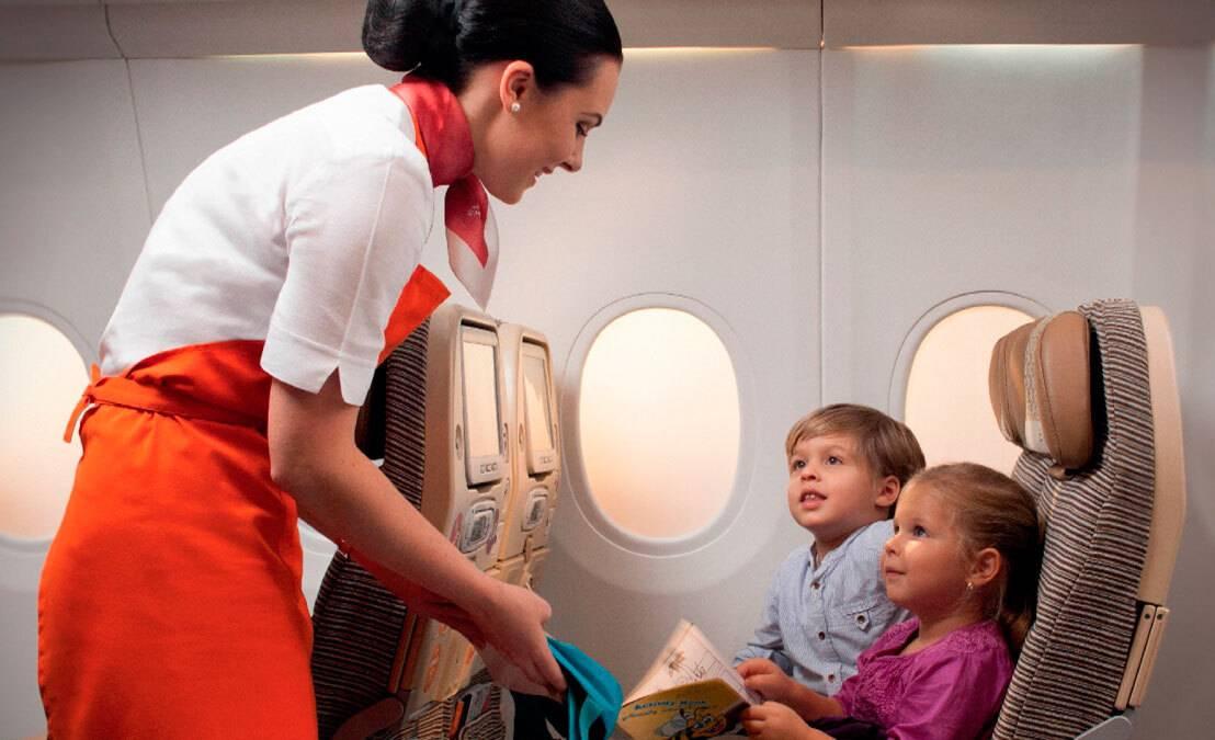 Когда можно летать в самолете с грудничком: как подготовиться к полету