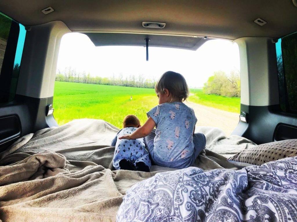 Как развлечь ребенка в автомобиле