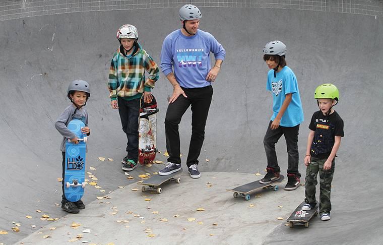 Как быстро научиться кататься на скейте с нуля: пошаговое обучение