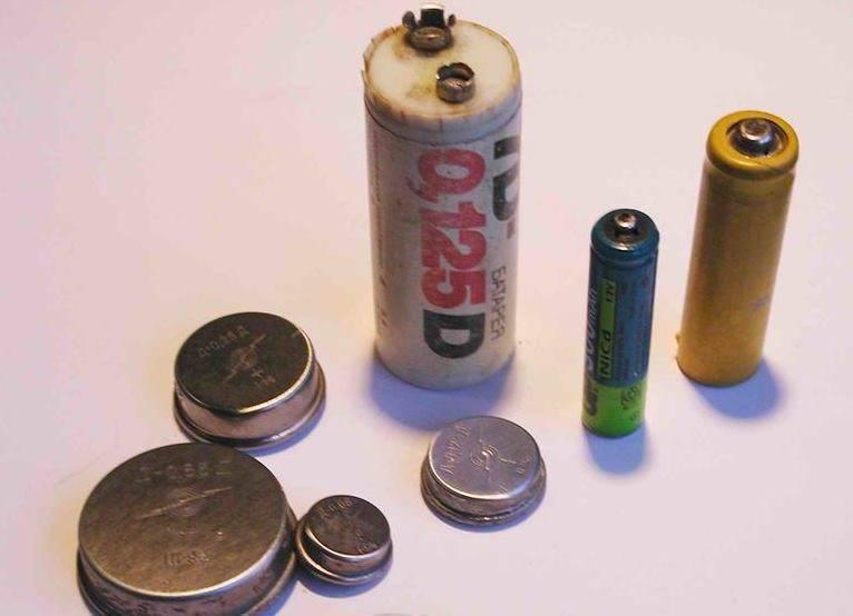 Ребенок проглотил батарейку что делать, симптомы: пальчиковую круглую, мизинчиковую батарейку.