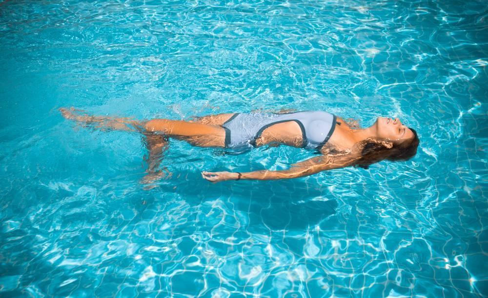 В бассейн на ранних сроках: можно ли ходить беременным и какие упражнения выбрать?
