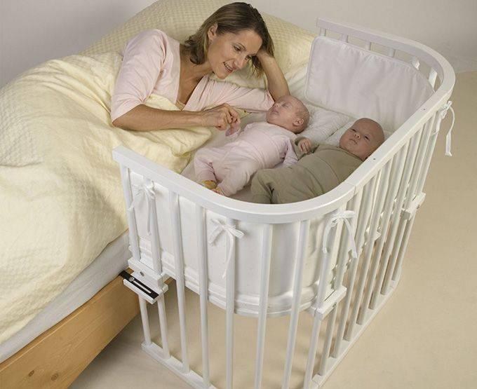 Кроватки для двойняшек сравниваем с отдельными двумя кроватями для двойняшек рассматриваем все варианты детских кроваток для двойняшек новорожденных