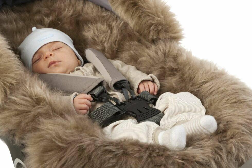 Когда можно гулять с новорожденным после роддома летом и зимой: как одевать