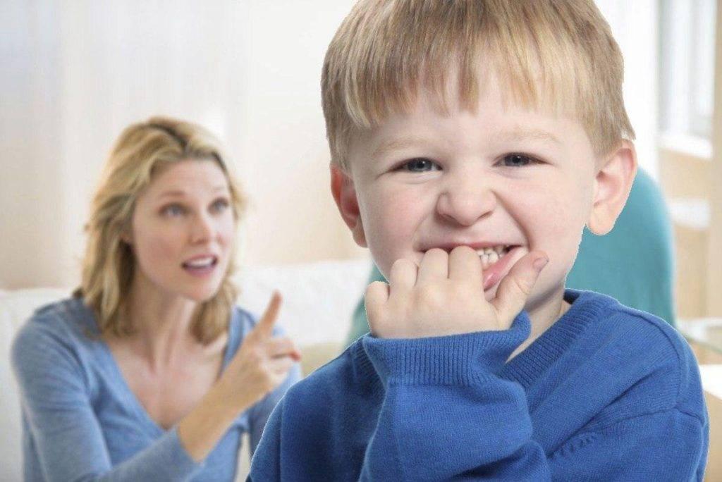 Почему ребенок грызет ногти: причины, советы психолога, что делать