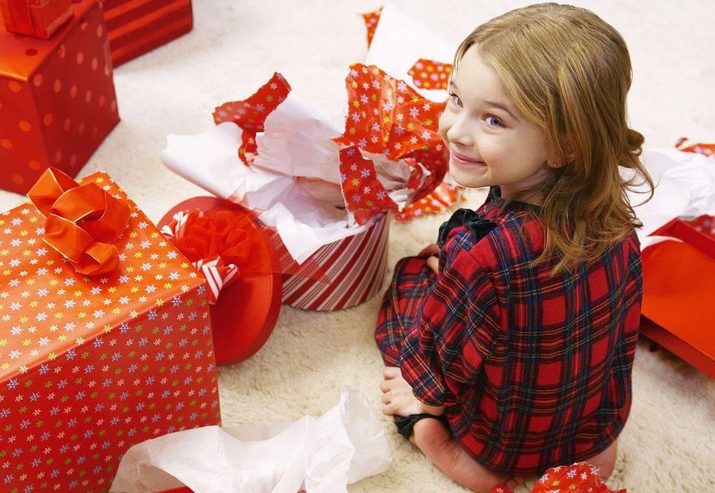 Что подарить девочке на 4 года: идеи современных, оригинальных и полезных подарков