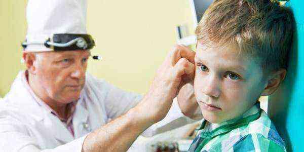 Боль и шум в ухе у ребенка - лечение взрослых и детей, причины и симптомы