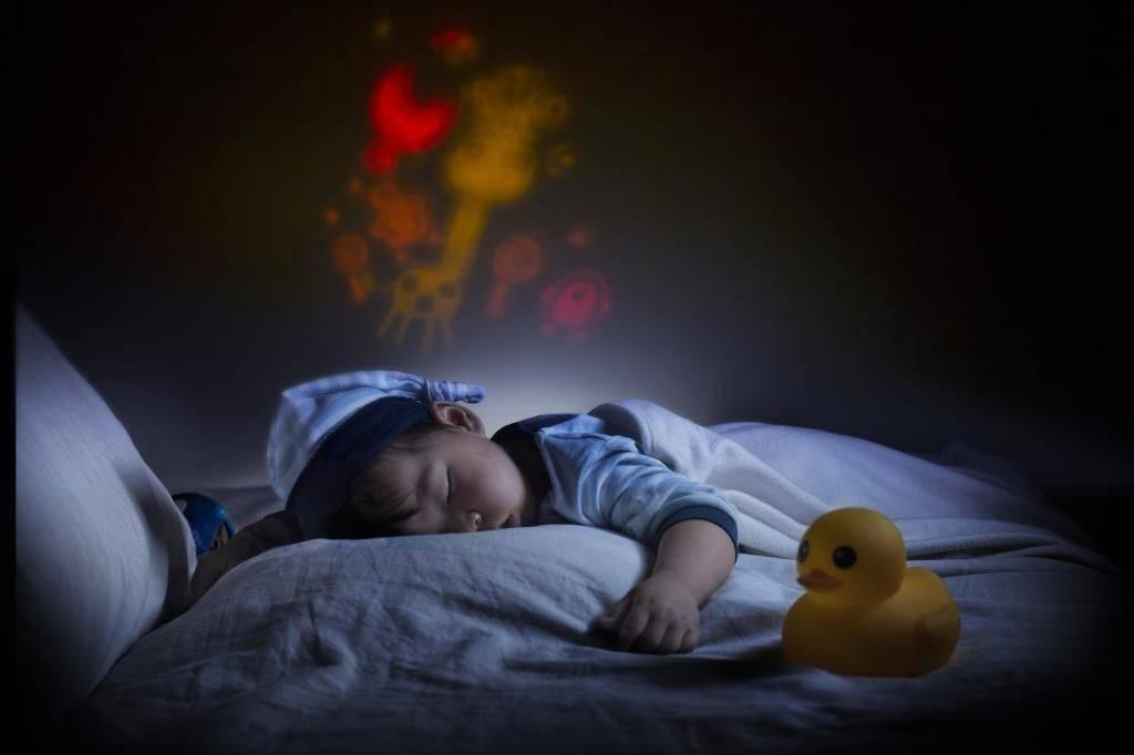 Отчего новорожденный может плакать во сне?