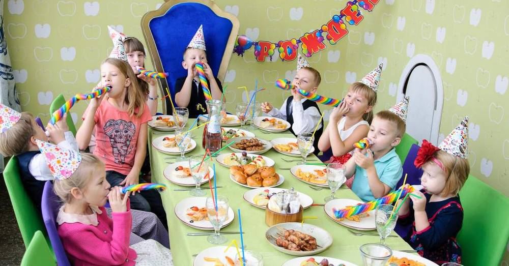 Сценарий на 1 годик мальчику, девочке с приметами и конкурсами
