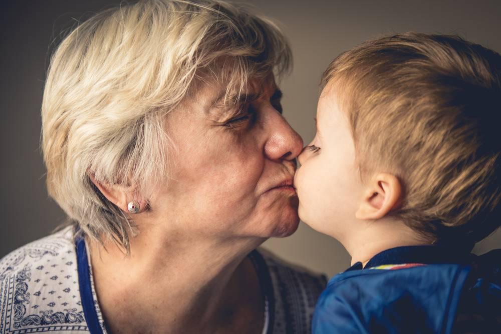 Бабушка в законе: сидеть с внуками станет безопасно
