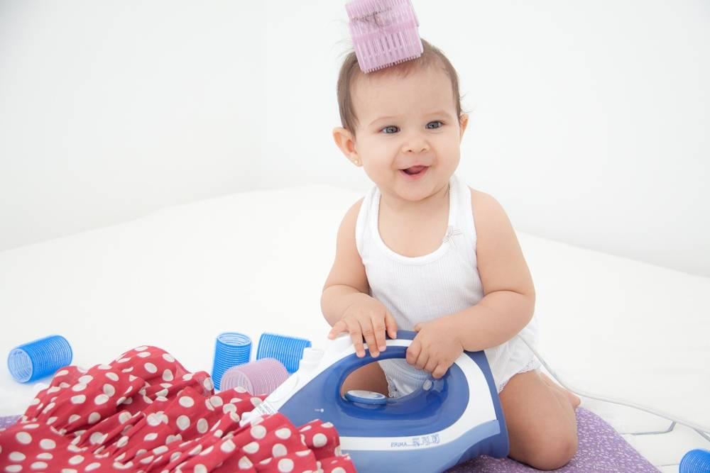 Нужно ли гладить детские вещи для новорожденных: зачем, как правильно и до какого возраста