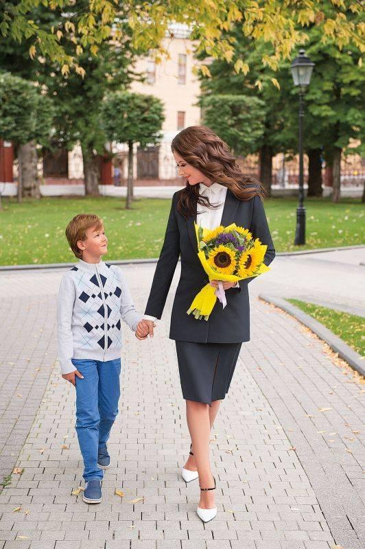 7 стильных образов для мамы и ребенка на первое сентября