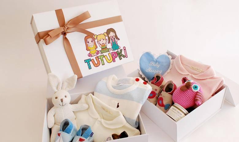 Что подарить на рождение девочки? 33 фото готовим подарок своими руками на рождение ребенка другу или родственнику. что можно оригинального выбрать?