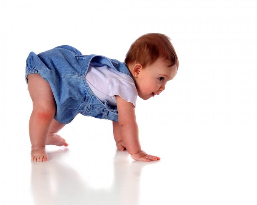 Развитие ребенка: первый шаг малыша - как научить ходить. как правильно учить ребенка ходить