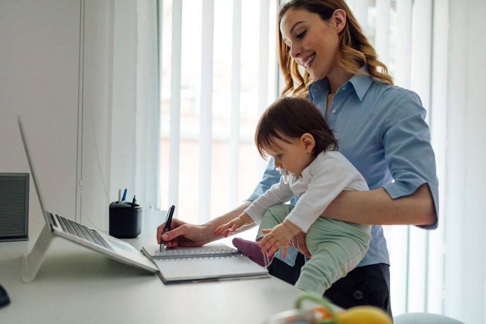 10 моментов, которые должны учитывать мамы, работающие дома
