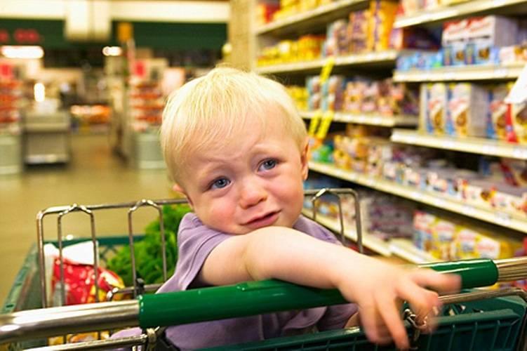 Детская истерика в магазине: как реагировать родителям
