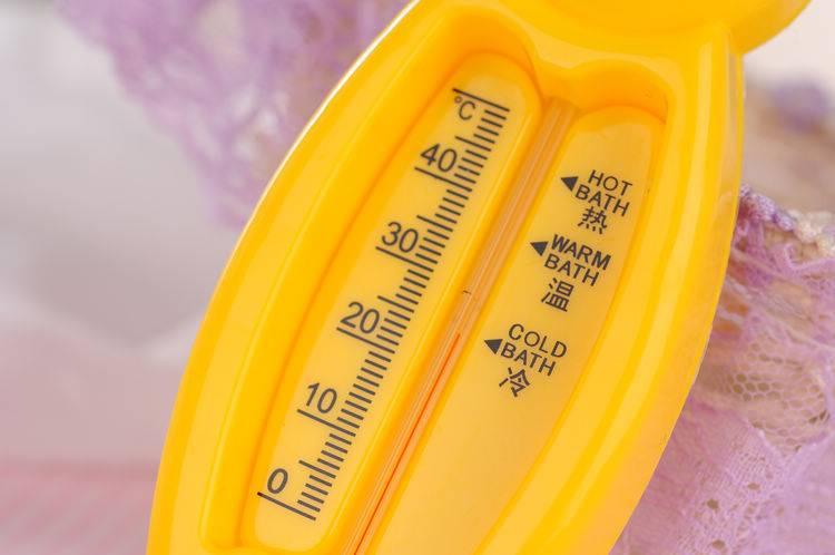 Температура воды для купания новорожденных: идеальные показатели и временные рамки для процедур