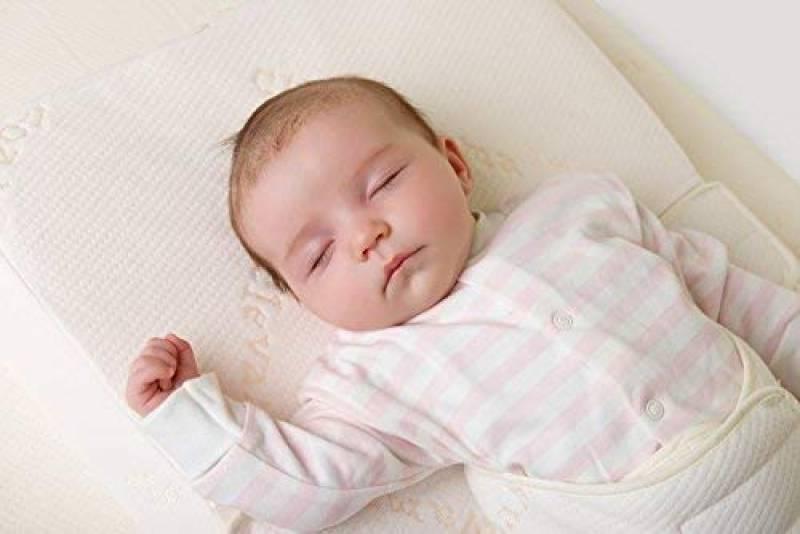 С какого возраста можно спать ребенку на подушке?