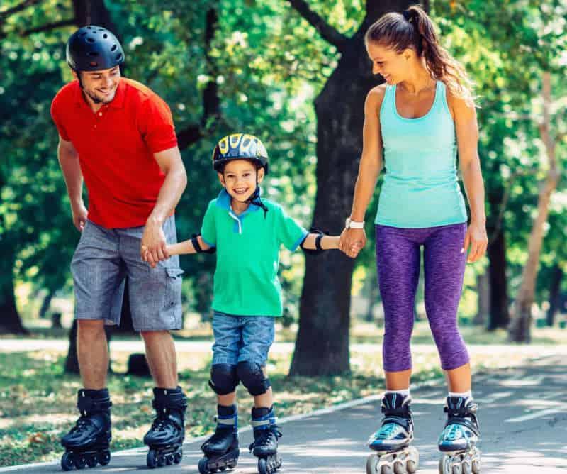 Как быстро научиться кататься на роликах взрослому: упражнения и советы