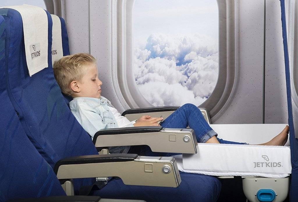 В каком возрасте можно отправить детей на самолете без сопровождения взрослых