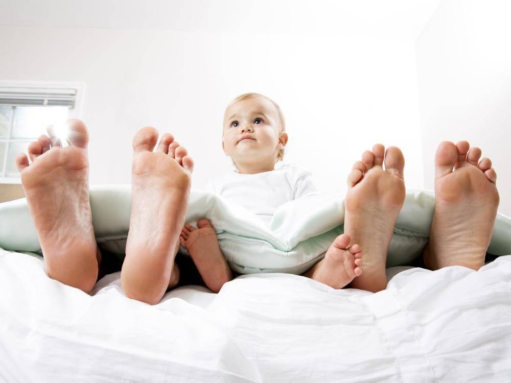 Совместный сон с новорожденным: что советует комаровский?
