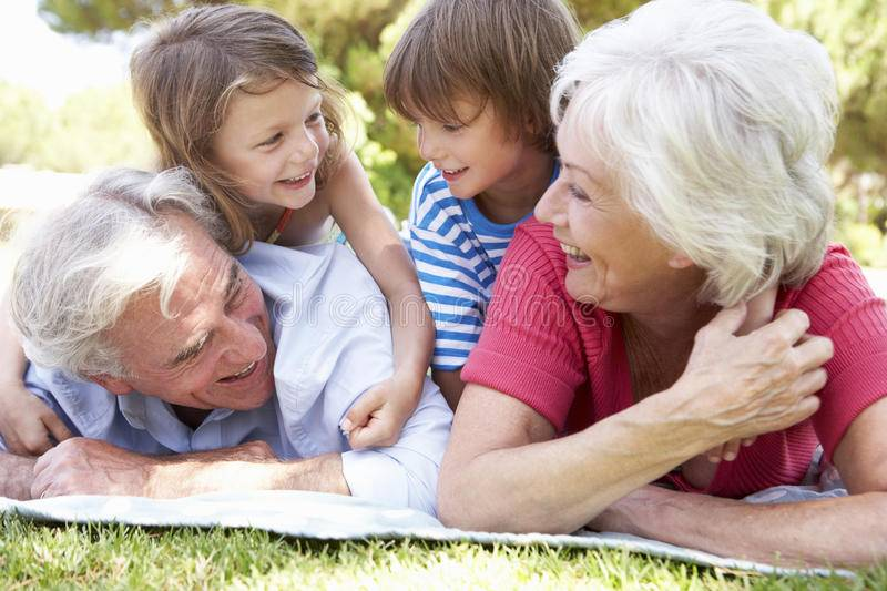 Решаем проблемы спора поколений: 5 ситуаций, когда необходимо сказать «стоп» бабушке и дедушке
