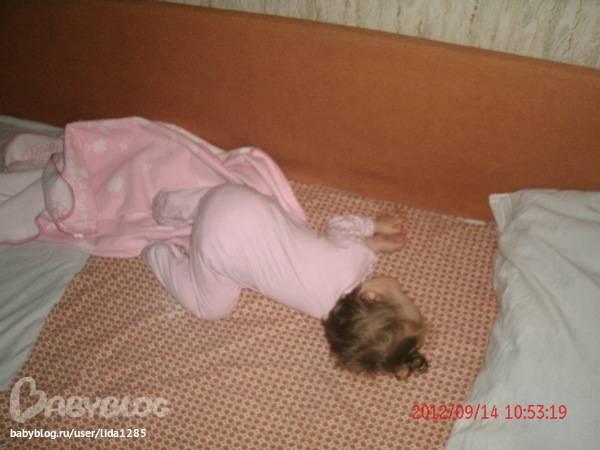 Почему дети вздрагивают во время сна