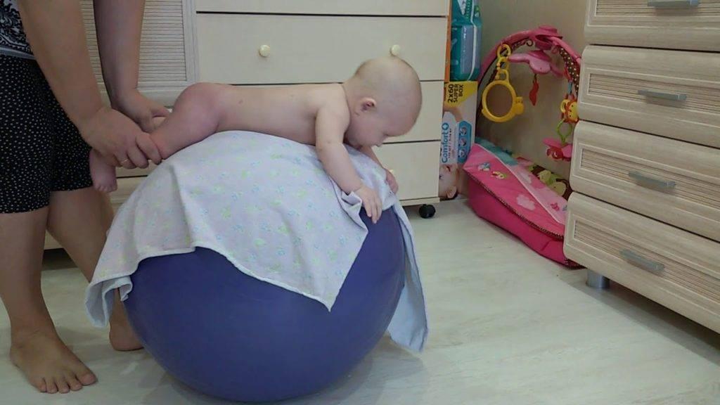 Как правильно проводить занятия на фитболе с грудничком: примеры упражнений и польза гимнастики. лучшие упражнения на фитболе для грудничков 3 месяца