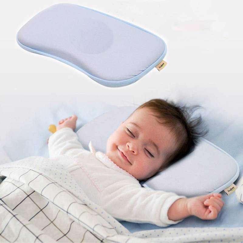 Когда ребенку можно спать на подушке, с какого возраста ее класть