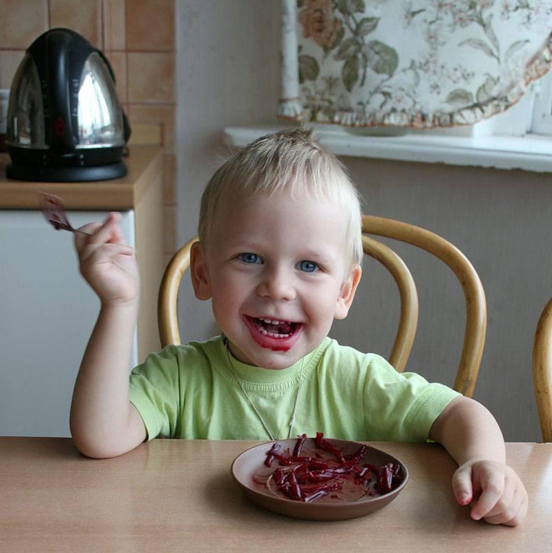 К сведению родителей: скакого возраста детям дают свеклу и в каком виде?
