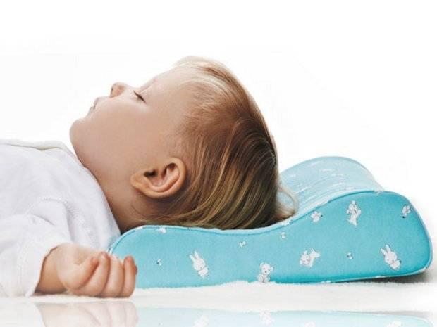 Когда ребенку можно спать на подушке