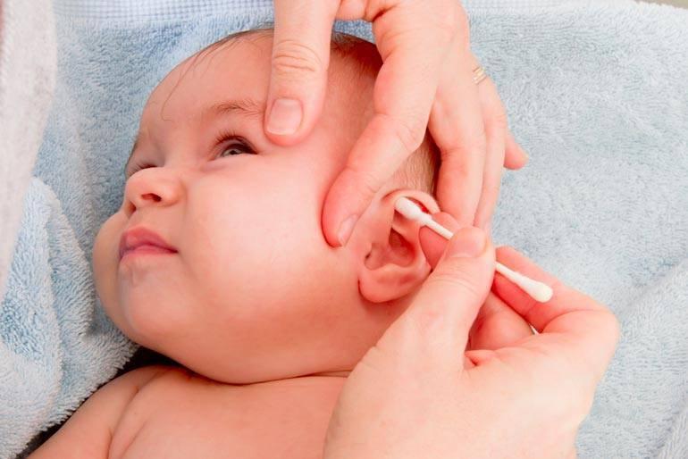 Когда новорождённый ребёнок начинает видеть и слышать